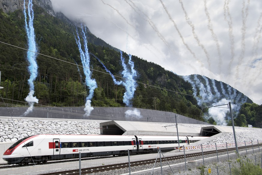 ZUM FAHRPLANWECHSEL DER SBB UND DER FAHRPLANMAESSIGEN INBETRIEBNAHME DES GOTTHARD-BASISTUNNELS AM SONNTAG, 11. DEZEMBER 2016, STELLEN WIR IHNEN FOLGENDES BILDMATERIAL ZUR VERFUEGUNG - The first train comes out of the tunnel's North portal while fireworks mark the official opening on the opening day of the Gotthard rail tunnel, the longest tunnel in the world, at the North portal near Erstfeld, Switzerland, Wednesday, June 1, 2016. The construction of the 57 kilometer long tunnel began in 1999, the breakthrough was in 2010. After the official opening on June 1, the commercial opperation will commence on December 2016. (KEYSTONE/Laurent Gillieron)