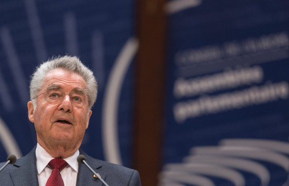 epa05268320 Heinz Fischer, President of Austria, delivers his speech to the Council of Europe in Strasbourg, France, 20 April 2016. The refugee and migrant crisis in Europe is on the agenda, with debates on a stronger European response to the Syrian refugee crisis, the human rights of refugees and migrants in the Western Balkans and the new challenge posed by forced migration.  EPA/PATRICK SEEGER