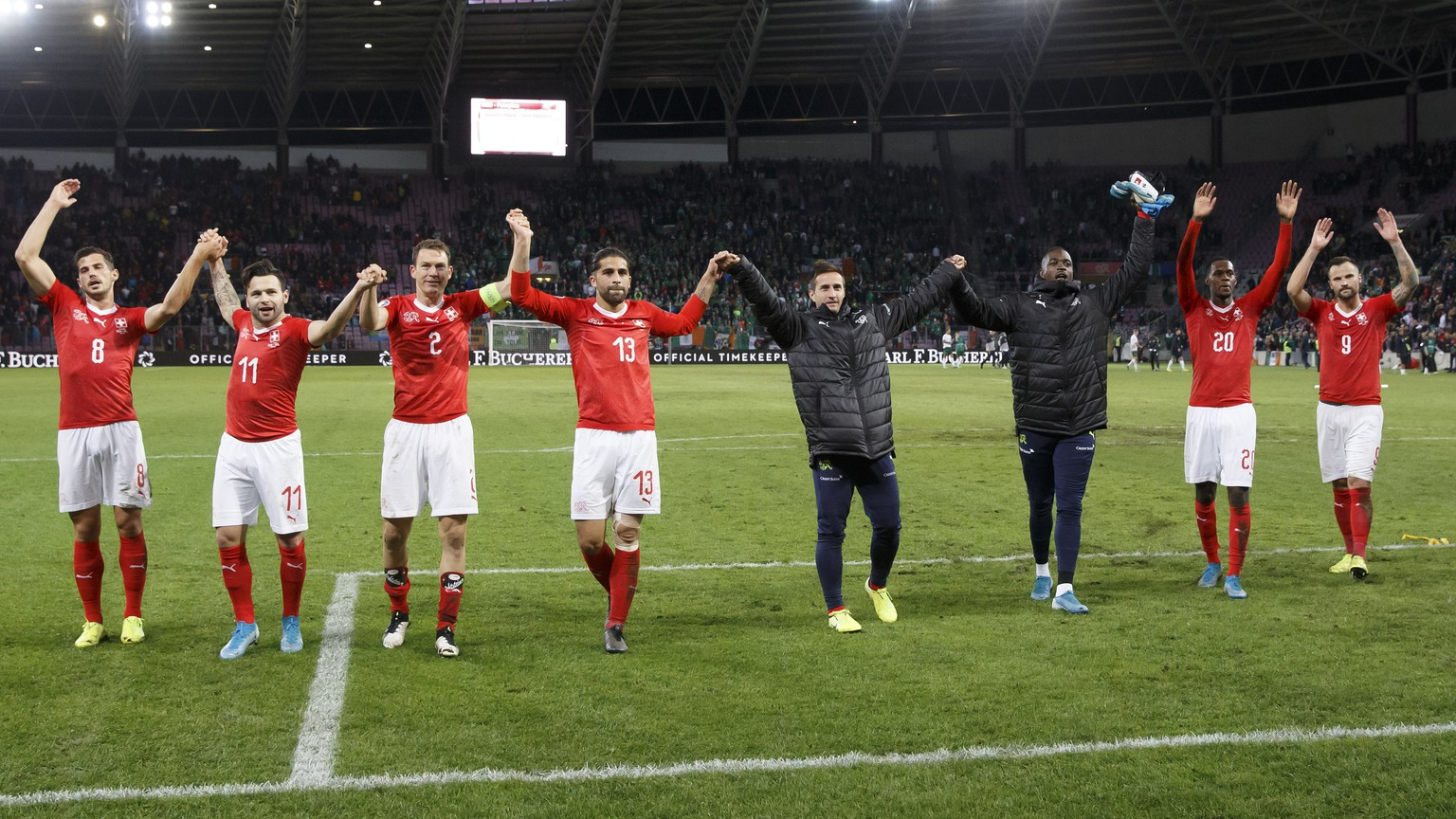 Switzerland's players celebrate after beating Republic of Ireland, during the UEFA Euro 2020 qualifying Group D soccer match between Switzerland and Republic of Ireland, at the Stade de Geneve, in Geneva, Switzerland, Tuesday, October 15, 2019. (KEYSTONE/Salvatore Di Nolfi)