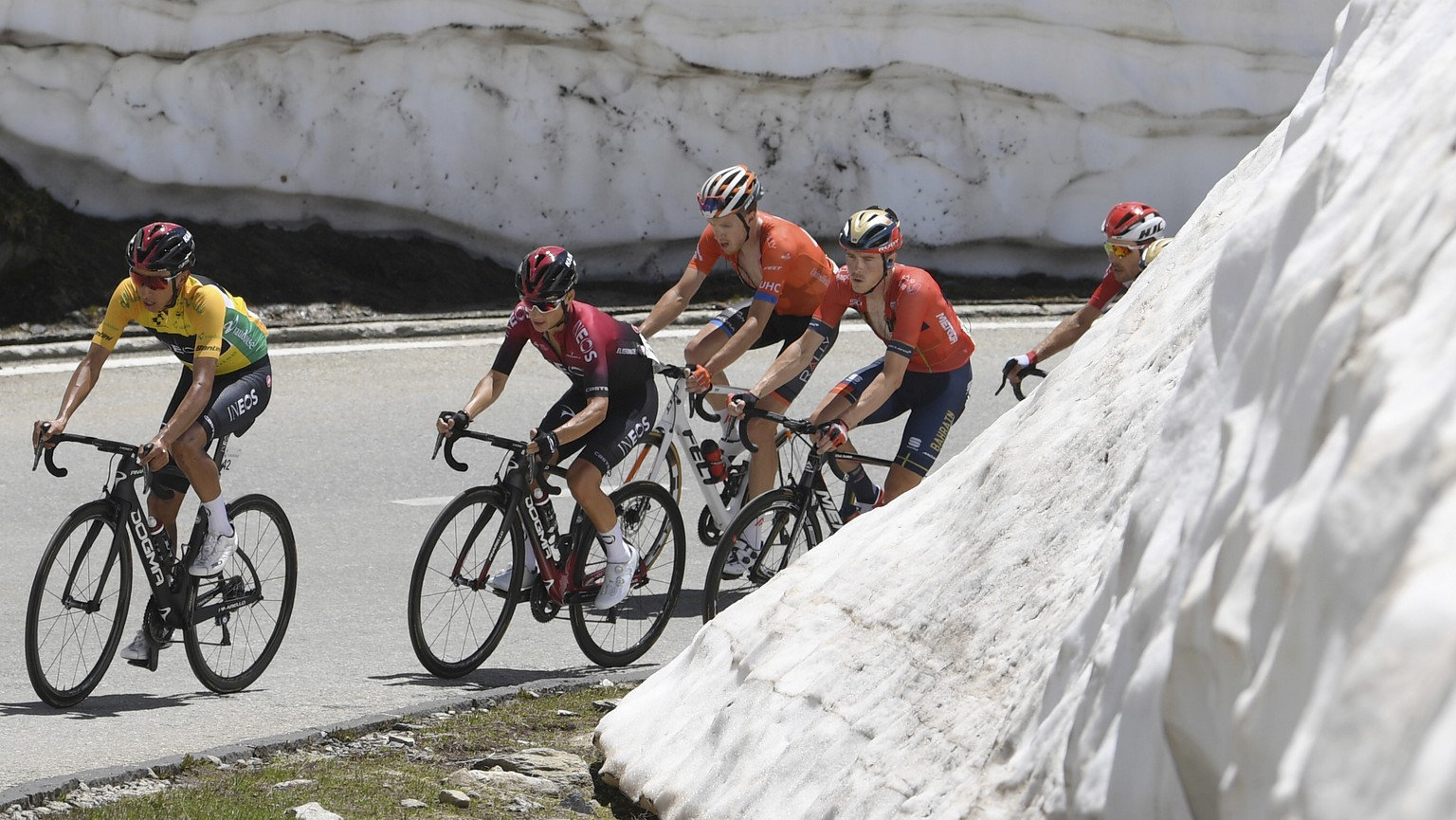 Leader Egan Bernal from Colombia, left, is followed by Ineos team mates and by Australias Rohan Dennis, 4th left, team Bahrain-Merida, at the Nufenen pass during the ninth and final stage, a 101.5 km race with start and finish in Goms, Switzerland, at the 83rd Tour de Suisse UCI ProTour cycling race, on Sunday, June 23, 2019. (Gian Ehrenzeller/Keystone via AP)