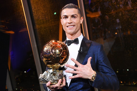 epa06375921 A handout photo made available by the l'Equipe Presse Office of Real Madrid's Portuguese striker Cristiano Ronaldo posing with his trophy after receiving the 62nd Ballon d'Or award in Paris, France, 07 December 2017.  EPA/FAUGERE FRANCK HANDOUT  HANDOUT EDITORIAL USE ONLY/NO SALES