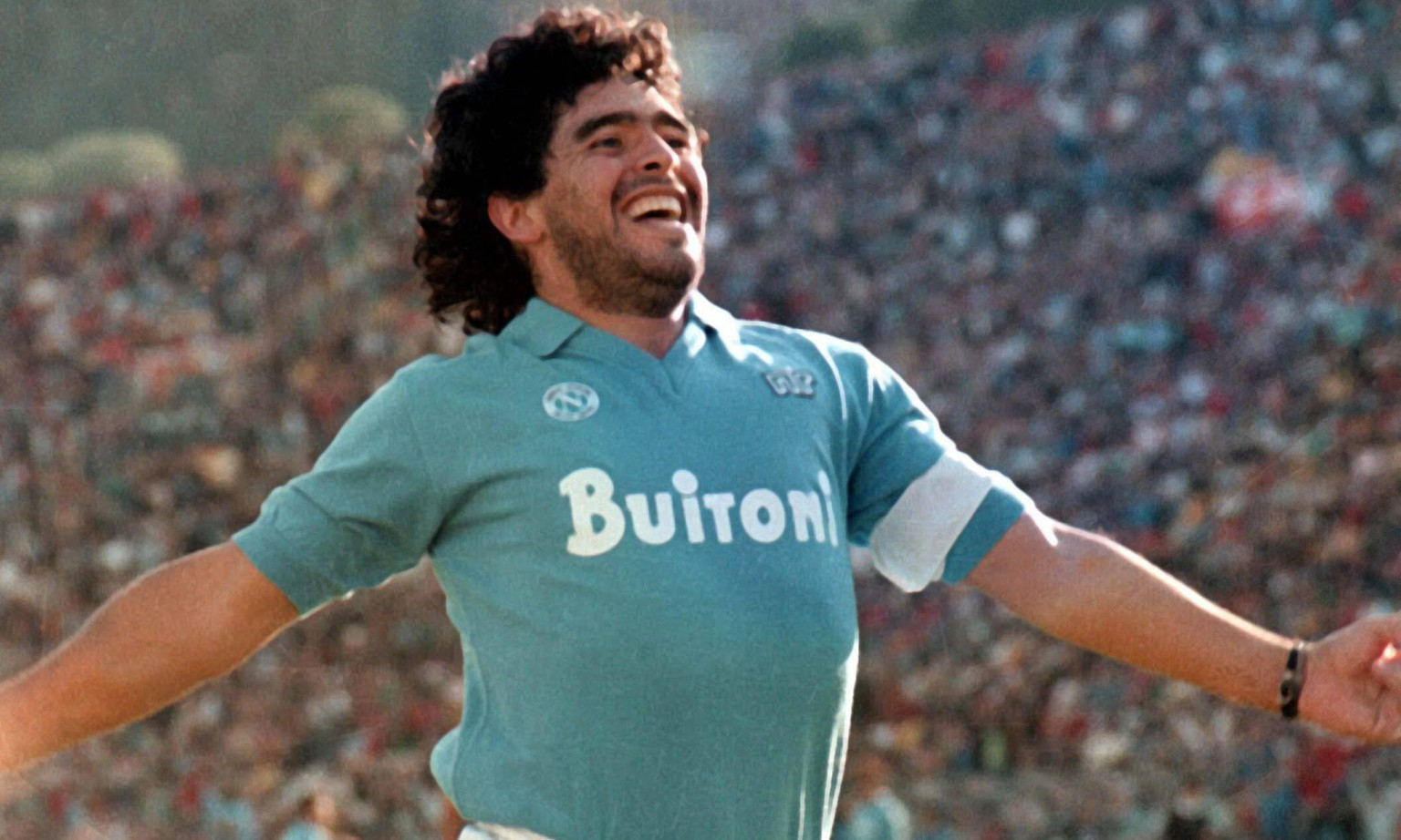 Bildnummer: 04056145  Datum: 01.01.1988  Copyright: imago/Granata Images Diego Armando Maradona (Neapel) - Torjubel - PUBLICATIONxINxGERxSUIxAUTxONLY; Vneg, quer, close, Jubel, Serie A 1987/1988, 1. Italienische Liga, SSC Napoli Neapel Aufnahmedatum geschätzt, Freude,  Fußball Herren Mannschaft Italien Einzelbild optimistisch Aktion Personen  Image number 04056145 date 01 01 1988 Copyright imago Granata Images Diego Armando Maradona Naples goal celebration PUBLICATIONxINxGERxSUIxAUTxONLY Vneg horizontal Close cheering Series A 1987 1988 1 Italian League SSC Napoli Naples date estimated happiness Football men Team Italy Single optimistic Action shot Human Beings