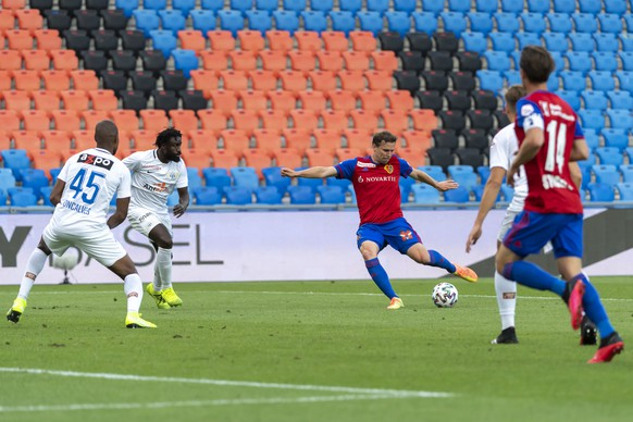Basel's Fabian Frei scores during the Super League match between FC Basel 1893 and FC Zuerich at the St. Jakob-Park stadium in Basel, Switzerland, on Tuesday, July 14, 2020. After most players of the first team were sent into isolation after positive Covid-19 tests, FC Zuerich's team had to be completed with u-21 players against FC Basel. (KEYSTONE/Georgios Kefalas)