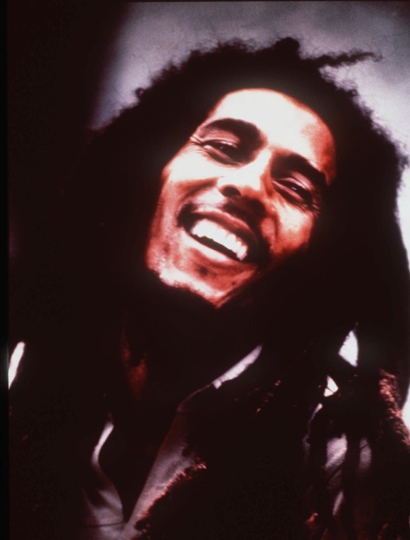 ZUM 70. GEBURTSTAG DES RAGGEA SAENGERS BOB MARLEY AM FREITAG, 6. FEBRUAR 2015, STELLEN WIR IHNEN FOLGENDES BILDMATERIAL ZUR VERFUEGUNG -This is an undated photo of reggae singer Bob Marley.  People will gather to mark the 55th anniversary of his birth in his old neighborhood, Trench Town, in Jamaica Saturday, Feb. 5, 2000.  Marley died of cancer in 1981 at the age of 36. (KEYSTONE/AP/Island Records)