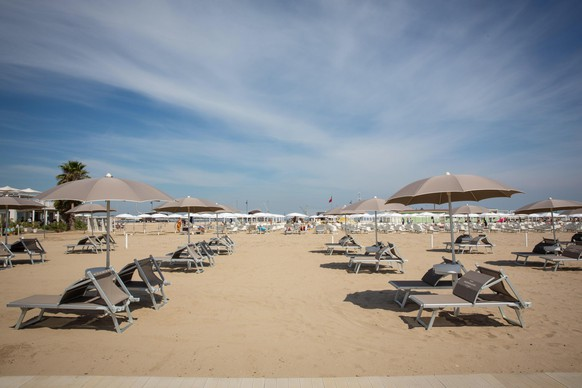 epa08439017 A general view of the beach in Cesenatico, Italy, 23 May 2020. Italy's most popular beaches, in Sardinia, at Rimini and on the Ligurian Riviera, reopened as Italy is gradually easing lockdown measures implemented to stem the spread of the SARS-CoV-2 coronavirus that causes the COVID-19 disease.  EPA/MAX CAVALLARI