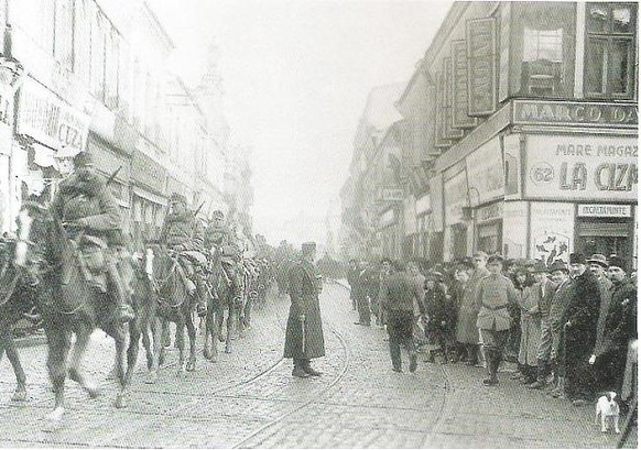 Erster Weltkrieg Rumänien Einmarsch in Bukarest 1916 (PD)