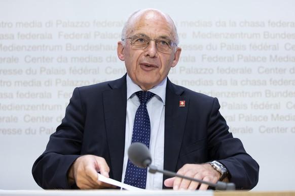 Bundesrat Ueli Maurer spricht waehrend einer Medienkonferenz zur Abstimmungsvorlage ueber die Erhoehung der Kinderabzuege, am Freitag, 3. Juli 2020 in Bern. (KEYSTONE/Peter Klaunzer)