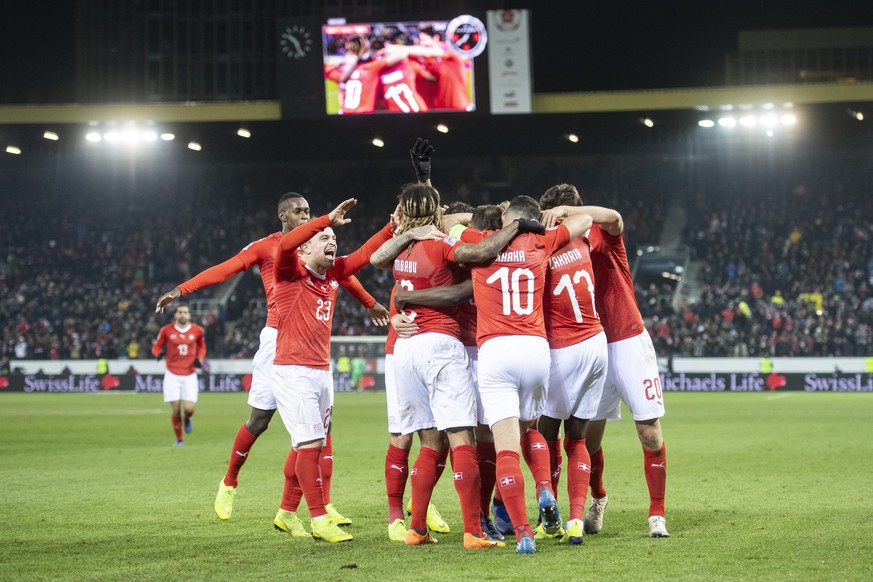 Switzerland celebrate the 5:2 goal of Haris Seferovic during the UEFA Nations League soccer match between Switzerland and Belgium at the swissporarena stadium in Lucerne, Switzerland, on Sunday, November 18, 2018. (KEYSTONE/Ennio Leanza)