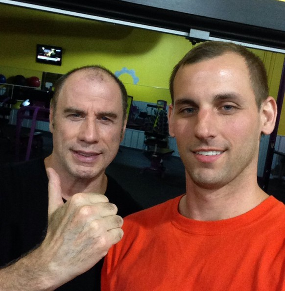 John Travolta perücke reddit http://www.reddit.com/r/pics/comments/2sfla8/i_thought_i_was_at_the_gym_by_myself_at_3am_then/