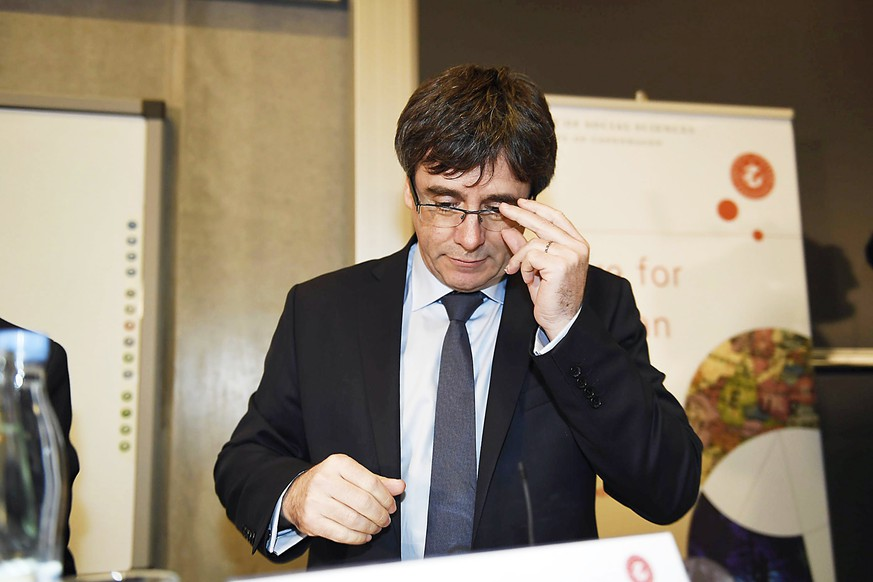 epa06465279 Former Catalan President Carles Puigdemont takes part in a debate at The Political Science Department at the University of Copenhagen in Copenhagen, Denamrk, 22 January 2018. Mr Puigdemont will discuss the current political situation in Catalonia and place the challenges that Catalonia faces in the European context. The Spanish state prosecutor office announced a day earlier that it will issue a European arrest warrent if the former Catalonian President left Beligum, which he is in exhile since the failed secession referendum for Catalonia in October 2017.  EPA/TARIQ MIKKEL KHAN  DENMARK OUT