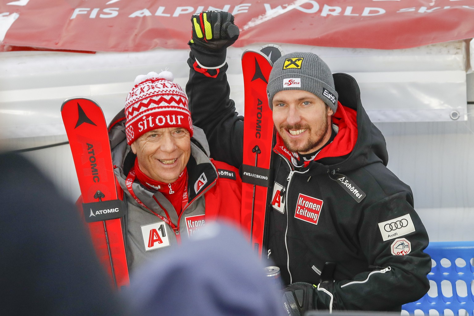 epa07377315 Marcel Hirscher of Austria (R) celebrates with Peter Schroecksnadel, President of the Austrian Ski Federation, after winning the Men's Slalom race at the 2019 FIS Alpine Skiing World Championships in Are, Sweden, 17 February 2019.  EPA/CHRISTIAN BRUNA