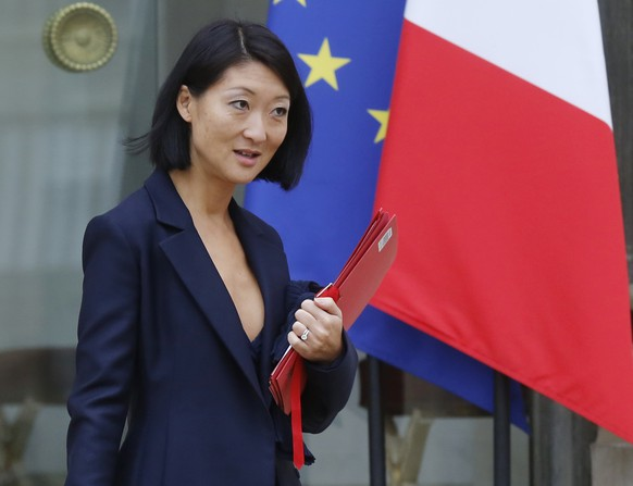 French Culture Minister Fleur Pellerin leaves after the weekly cabinet meeting at the Elysee Palace in Paris October 15, 2014.   REUTERS/Jacky Naegelen  (FRANCE - Tags: POLITICS)