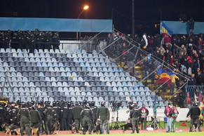 epa04460213 Slovak's Police intervene against Sparta's Prague fans during the UEFA Europa League Group I soccer match between Slovan Bratislava and Sparta Prague at Pasienky Arena in Bratislava, Slovakia, 23 October 2014.  EPA/JOZEF JAKUBCO