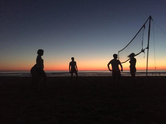 email: jluginbuehl7@gmail.com tel: 0765427569 Volleyball am Strand Frankreich, Moliets Plage Sommerferien  Von: Julian Luginbühl