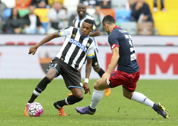 Udinese's Edenilson, left, and Genoa's Blerim Dzemaili, challenge for the ball during a Serie A soccer match between Udinese and Genoa at the Friuli Stadium in Udine, Italy, Sunday, Oct. 4, 2015. (AP Photo/Paolo Giovannini)