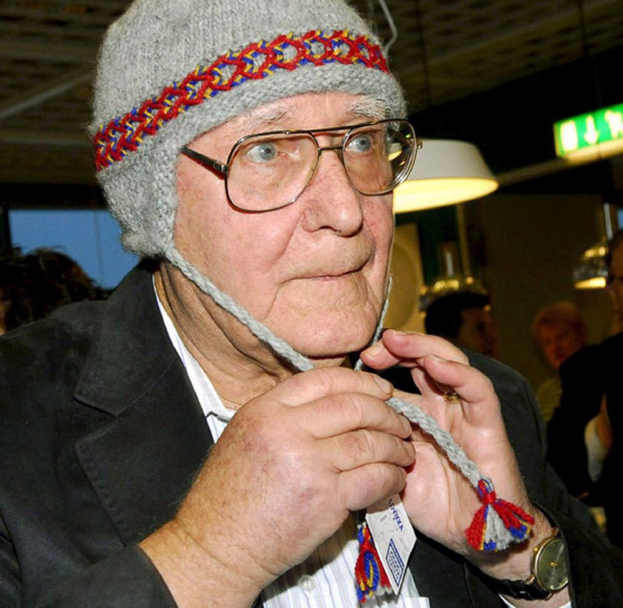 epa03731764 (FILE) A file photo dated 15 November 2006 showing founder and owner of Swedish furniture chain IKEA, Ingvar Kamprad, wearing a traditional arctic cap at the opening of a IKEA branch in Haparanda, Sweden. Ingvar Kamprad, the founder of Swedish furniture chain Ikea, is to leave the board of the company that is the franchiser of the Ikea concept, a Swedish financial daily reported 05 June 2013. 'The timing is good for me to leave the board of Inter Ikea Group. We take another step in the generational shift,' Kamprad told the Dagens Industri nwewspaper. The 87-year-old Kamprad founded Ikea in 1943. The conglomerate has about 340 stores worldwide, which pay royalties on all sales to the parent company and gain the right to use the concept.  EPA/THORD NILSSON SWEDEN OUT *** Local Caption *** 50013220