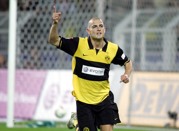Dortmund's Mladen Petric celebrates after scoring the 3-0  during the German first division Bundesliga soccer match between Borussia Dortmund and Werder Bremen in Dortmund Friday, Sept. 14, 2007. (AP Photo/ Roberto Pfeil) *NO MOBILE USE UNTIL 2 HOURS AFTER THE MATCH, WEBSITE USERS ARE OBLIGED TO COMPLY WITH DFL-RESTRICTIONS, SEE INSTRUCTIONS FOR DETAILS** WO SPIELT HEUTE?