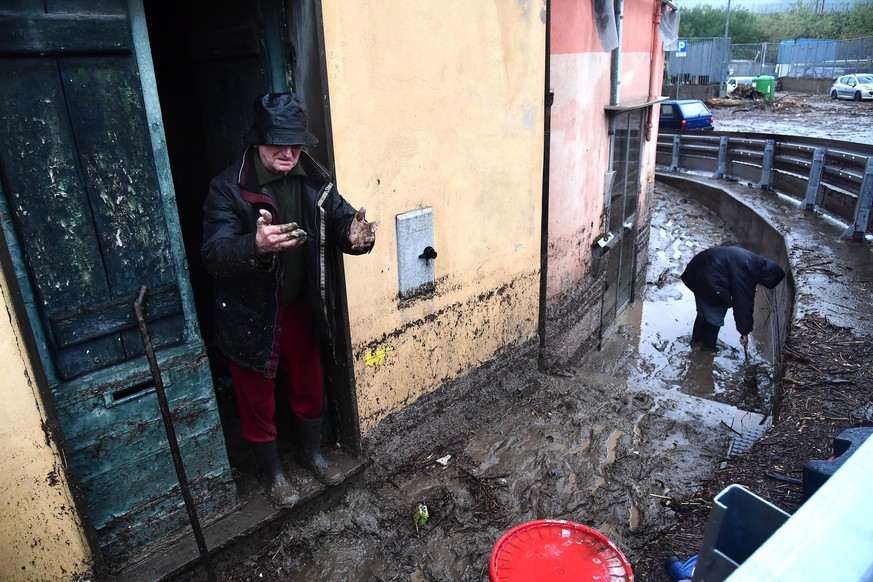 epa08019332 Locals clean up after floodings caused by bad weather in Genova, Italy, 23 November 2019.  EPA/LUCA ZENNARO