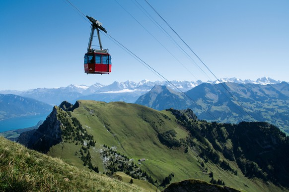 Switzerland. get natural. The Cable Railway which leads from Erlenbach in the Simmental to the 2190m high Stockhorn. In the back a part of Lake Thun and the Bernese Alps.Schweiz. ganz natuerlich. Die Seilbahn auf das Stockhorn, welche von Erlenbach im Simmental auf den 2190m hohen Berg fuehrt. Hinten ein Teil des Thunersees und die Berner Alpen.Suisse. tout naturellement. Le funiculaire qui mene d'Erlenbach dans le Simmental a la Stockhorn. Au fond le lac de Thoune et les alpes bernoises. bernoises.Copyright by: Switzerland Tourism   By-Line: swiss-image.ch/Beat Mueller
