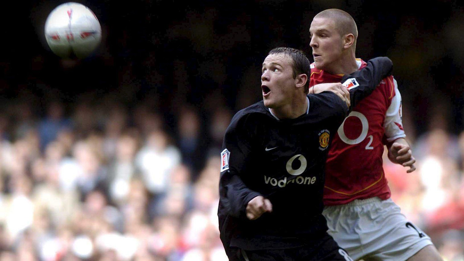 Wayne Rooney (L) of Manchester United battles with Philippe Senderos of Arsenal, 21 May 2005, during the Arsenal v Manchester United FA Cup Final at the Millennium Stadium, Cardiff, Wales, United Kingdom. (KEYSTONE/EPA/Kiyoshi Ota) === UK AND IRELAND OUT ===