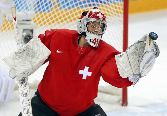 Switzerland's goalie Florence Schelling makes a save during the second period of their women's ice hockey quarter-final play-off game against Russia at the 2014 Sochi Winter Olympics February 15, 2014.     REUTERS/Laszlo Balogh (RUSSIA  - Tags: SPORT ICE HOCKEY OLYMPICS)