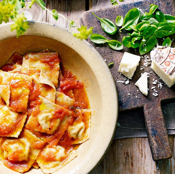 ravioli ai fiori di zuccha pasta italien italia food essen http://www.jamieoliver.com/news-and-features/features/the-ultimate-guide-to-pasta-shapes/