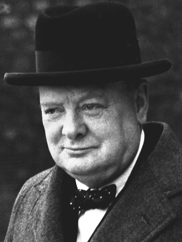 ZUM 50. TODESTAG DES BRITISCHEN POLITIKERS WINSTON CHURCHILL AM SAMSTAG, 24. JANUAR 2015, STELLEN WIR IHNEN FOLGENDES BILDMATERIAL ZUR VERFUEGUNG – Winston Churchill is pictured in London, England, in this March 28, 1940, photo. Westminster College, located in Fulton, Mo., will renovate its Winston Churchill museum with all new exhibits to be completed during the summer of 2005. Churchill, the former British prime minister, gave his legendary Iron Curtain speech at the Presbyterian college on March 5, 1946, forever linking the central Missouri school with a defining historic moment. (KEYSTONE/AP Photo/Str)  ===