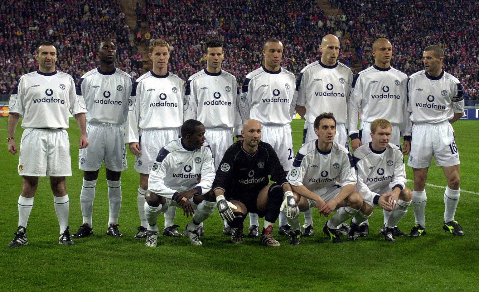 An Eric Cantona look-alike, in full soccer kit (extreme left) gate-crashes a team photo of Manchester United  before the Champions League quarter final game against Bayern Munich. The identity of the bold fan is unknown and his presence was undetected by players or officials. The Man. United players are (from right to left, back). Roy Keane., Wes Brown, Jaap Stam, Mikael Silvestre, Ryan Giggs, Nicky Butt and Andy Cole. In front, from right to left are: Paul Scholes, Gary Neville, Fabien Barthez and Dwight Yorke. They lost 2-1 to Bayern. (KEYSTONE/EPA PHOTO/DPA/Matthias Schrader)