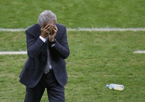 Algeria's coach Vahid Halilhodzic reacts during extra time in their 2014 World Cup round of 16 game against Germany at the Beira Rio stadium in Porto Alegre June 30, 2014. REUTERS/Leonhard Foeger (BRAZIL  - Tags: SOCCER SPORT WORLD CUP)       TOPCUP