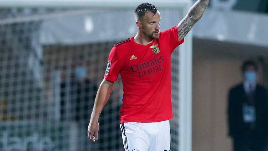 epa09127963 Benfica's Haris Seferovic (L) celebrates after scoring a goal against Pacos de Ferreira during their Portuguese First League soccer match held in Pacos de Ferreira, Portugal, 10 April 2021.  EPA/JOSE COELHO