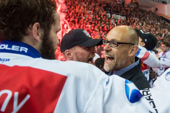 Zurich's head coach Hans Kossman celebrates the Swiss national championship, during the seventh match of the playoff final of the National League of the ice hockey Swiss Championship between the HC Lugano and the ZSC Lions, at the ice stadium Resega in Lugano, on Friday, April 27, 2018. (KEYSTONE/Ti-Press/Gabriele Putzu)