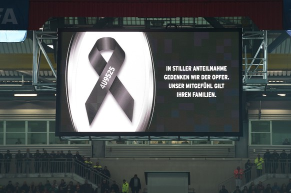 KAISERSLAUTERN, GERMANY - MARCH 25:  The opposing teams observe a minutes silence in remembrance of the victims of Germanwings flight 4U9525 prior to kickoff during the International Friendly match between Germany and Australia at Fritz-Walter-Stadion on March 25, 2015 in Kaiserslautern, Germany. The Germanwings flight 4U9525 crashed in the French Alps on March 24, 2015 at Seyne, France. The Airbus A320 airliner travelling from Barcelona to Dusseldorf went down with 150 people onboard.  (Photo by Matthias Hangst/Bongarts/Getty Images)