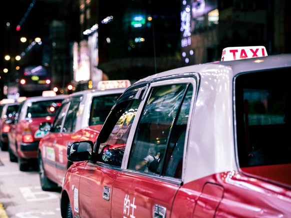 Taxihttps://unsplash.com/photos/ey9aVG7myRE