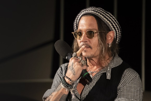 epa07071943 US actor Johnny Depp attends the podium 'a conversation with..' during the 14th Zurich Film Festival (ZFF) in Zurich, Switzerland, 05 October 2018. The festival runs from 27 September to 07 October.  EPA/ENNIO LEANZA
