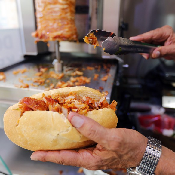 A man prepares a kebab in a fast-food restaurant in Marseille October 9, 2014. In a country whose national identity is so closely connected to its cuisine, France's hard right has seized on a growing appetite for kebabs as proof of cultural