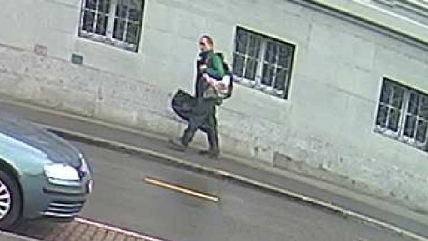 epa06108398 A handout photo made available on 25 July 2017 by the Schaffhausen Police Switerland showing shows the suspect, which was made immediately before the the chainsaw attack in Schaffhausen on 24 July 2017. Reports state that the suspect was wearing a green windjacket and black trousers, carrying a big black bag. According to the police at least five people were injured two of them badly.  EPA/SCHAFFHAUSEN POLIZEI / HANDOUT  HANDOUT EDITORIAL USE ONLY/NO SALES HANDOUT EDITORIAL USE ONLY/NO SALES
