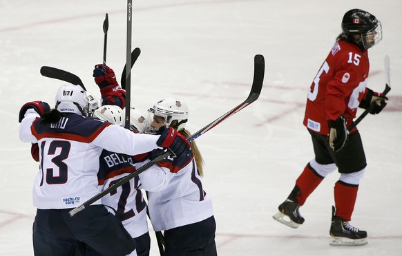 Team USA's Meghan Duggan (2nd R) and her linemates Julie Chu and Kacey Bellamy (L) celebrate her goal as Canada's Melodie Daoust skates past during the second period of their women's ice hockey gold medal game at the Sochi 2014 Winter Olympic Games February 20, 2014.     REUTERS/Jim Young (RUSSIA  - Tags: SPORT ICE HOCKEY OLYMPICS)