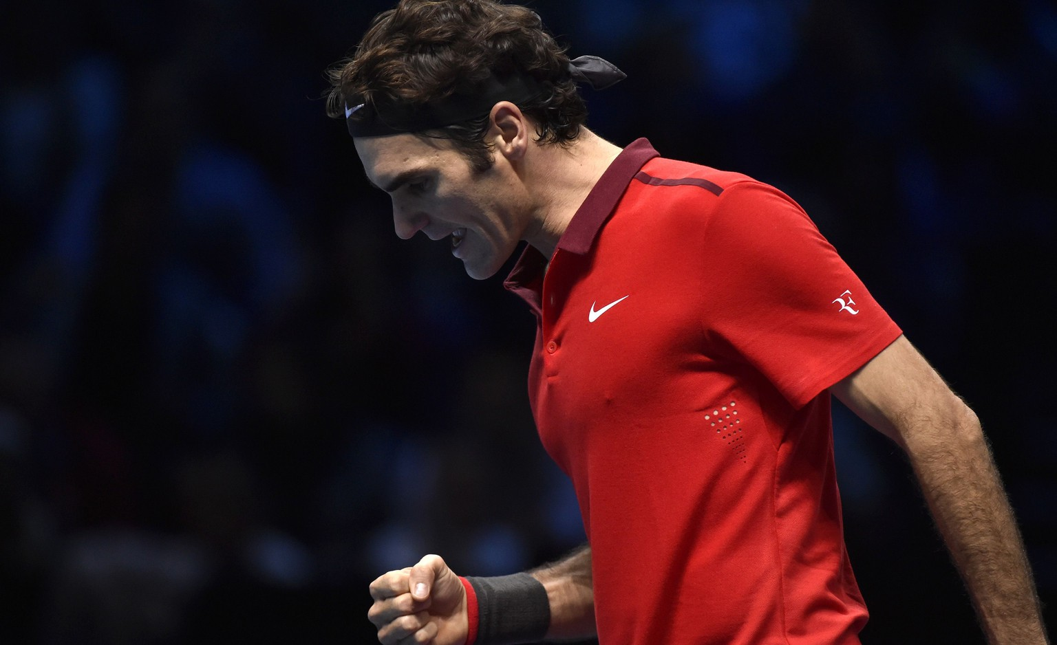 Roger Federer of Switzerland reacts during his semi-final tennis match against Stan Wawrinka of Switzerland at the ATP World Tour Finals at the O2 Arena in London November 15, 2014. REUTERS/Toby Melville (BRITAIN - Tags: SPORT TENNIS)