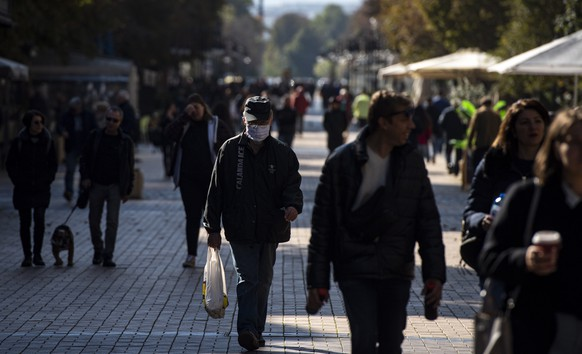 epa08758840 A man wearing a face mask walks on a street in Sofia, Bulgaria, 20 October 2020. According to official statistics of the health ministry, Bulgaria marks a new daily absolute record of positive coronavirus cases with 1,024 cases, bringing the total infections in the country to over 30,000. Twenty-two persons died with coronavirus in the last 24 hours bringing the total fatalities to 1,008.  EPA/VASSIL DONEV