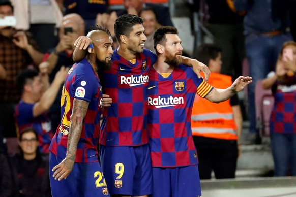 epa07902252 FC Barcelona's Arturo Vidal, Luis Suarez and Leo Messi celebrate a goal during a Spanish LaLiga soccer match between FC Barcelona and Sevilla FC at the Camp Nou stadium in Barcelona, Spain, 06 October 2019.  EPA/TONI ALBIR