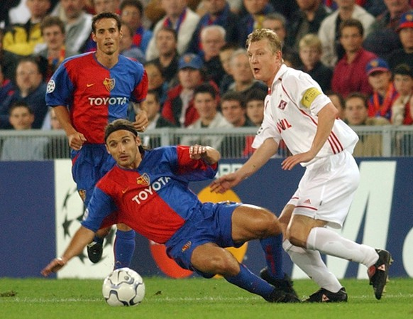 Julio Hernan Rossi of the FC Basel, center, fights with Vladimir Beschastnykh of Spartak Moscow, right, while Basel's Sebastien Barberis is looking on during the UEFA Champions League match between Basel and Moscow played at St. Jakobs Park in Basel, Switzerland, Tuesday, September 17, 2002. (KEYSTONE/Dominik Pluess)