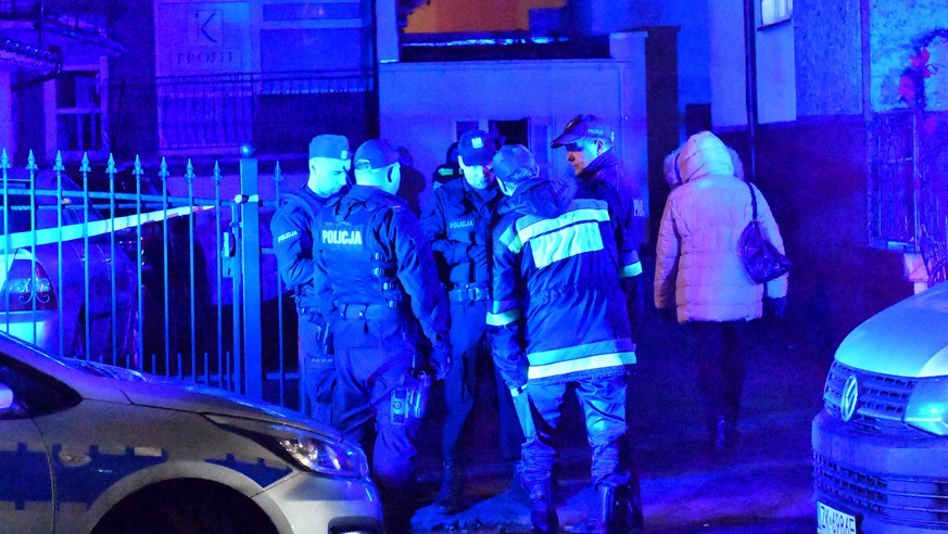 epa07262371 Police and firefighters at a scene of a fire in Koszalin, Poland, 04 January 2019. According to reports, five 15-years old girls were killed in a fire that broke out in an 'escape room'as they were trying to solve logical riddles. Also one man was seriously injured in the fire. Escape room is a form of entertainment, in which participants solve specific tasks and riddles to get out of a closed room.  EPA/MARCIN BIELECKI POLAND OUT