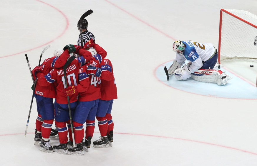 epa05298356 Team of Norway reacts after scoring against goalkeeper Vitali Kolesnik (R) of Kazakhstan during the Ice Hockey World Championship 2016 preliminary round match between Sweden and Kazakhstan at the Ice Palace in Moscow, Russia, 10 May 2016.  EPA/SERGEI ILNITSKY