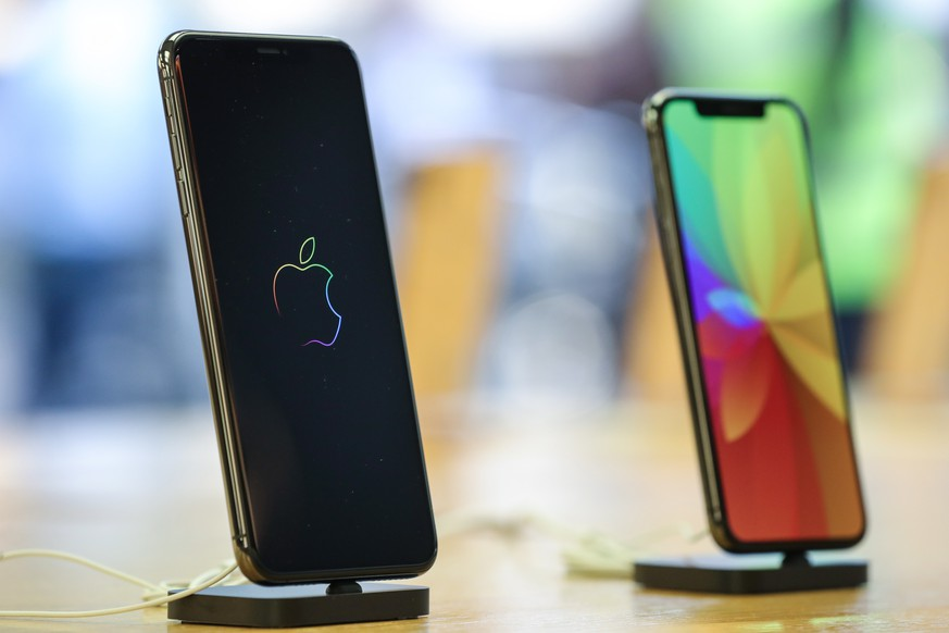 epa07270854 (FILE) - The new iPhone Xs Max and Xs models are displayed during a launch of new products at an Apple Store in Frankfurt Main, Germany, 21 September 2018 (reissued 09 January 2019). The Nikkei Asian Review on 09 January 2019 reported Apple is to cut the production of new iPhones by 10 per cent between January and March 2019. The reports follow Apple saying 02 January that it would not meet revenues forecast for the last quarter of 2018.  EPA/ARMANDO BABANI