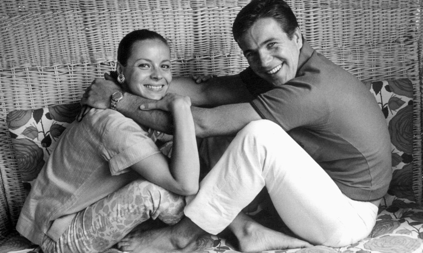 epa05393342 (FILE) A black and white file picture dated 29 July 1968 shows German actor Goetz George (R) and his wife Loni von Friedl. According to media reports on 26 June 2016, George has died after a short illness on 19 June 2016. He was 77.  EPA/DPA