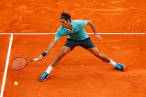 MONTE-CARLO, MONACO - APRIL 15:  Roger Federer of Switzerland in action against Jeremy Chardy of France during day four of the Monte Carlo Rolex Masters tennis at the Monte-Carlo Sporting Club on April 15, 2015 in Monte-Carlo, Monaco.  (Photo by Julian Finney/Getty Images)