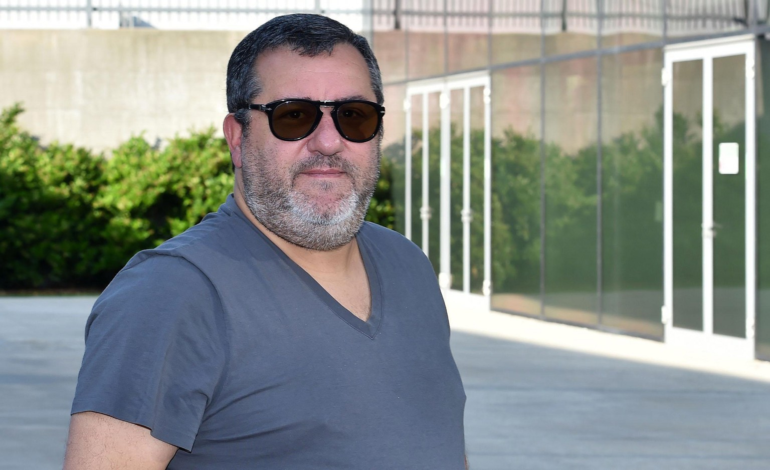 epa07721686 Italian-born Dutch soccer agent Mino Raiola arrives at Juventus Medical Center in Turin, Italy, 17 July 2019. Raiola accompanied his client Dutch defender Matthijs de Ligt who is undergoing medical exams with Juventus ahead of his transfer from Ajax.  EPA/Alessandro Di Marco