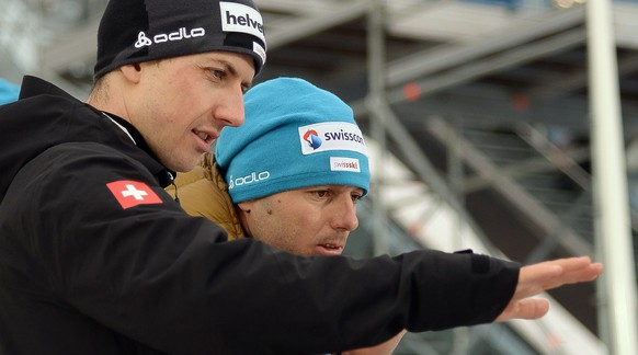 epa04627136 Swiss ski jumper Simon Ammann (L) talks with his coach Martin Kuenzle during a training session of the men's ski jumping competition of the FIS Nordic Ski World Championships in Falun, Sweden, 19 February 2015.  EPA/BARBARA GINDL