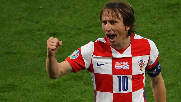 epa09294523 Luka Modric of Croatia celebrates after the UEFA EURO 2020 group D preliminary round soccer match between Croatia and Scotland in Glasgow, Britain, 22 June 2021.  EPA/Andy Buchanan / POOL (RESTRICTIONS: For editorial news reporting purposes only. Images must appear as still images and must not emulate match action video footage. Photographs published in online publications shall have an interval of at least 20 seconds between the posting.)