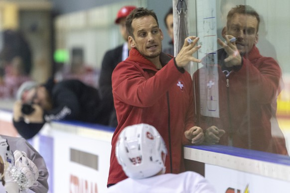 Switzerland's coach Patrick Fischer during a training session of the Swiss team at the IIHF 2019 World Ice Hockey Championships, at the Ondrej Nepela Arena in Bratislava, Slovakia, on Friday, May 10, 2019. (KEYSTONE/Melanie Duchene)